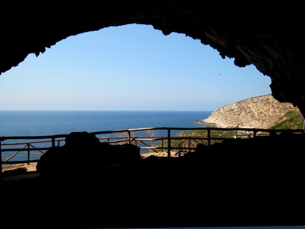 Vista dall'interno della Grotta del Genovese